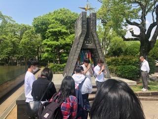 平和公園での折鶴奉納と黙祷