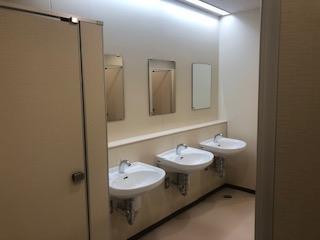 女子トイレの鏡台